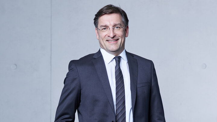 Arno Singer, Chief Operating Officer